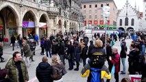 Bewegung in Bildung - Flashmob auf dem Münchner Marienplatz