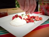 Recette du fromage blanc de chèvre au miel et fraises du Gers, parfumé au basilic Thaï