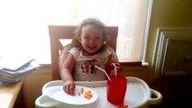 Just Do It! Une petite fille pliée de rire en écoutant le speech de Shia Labeouf