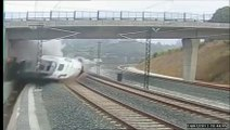 NEW! slow motion and time reverse spain train accident 2013