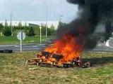 Toyota onnaing le feu et les pompiers!