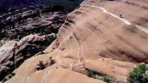 Etats-Unis : un rider arpente les falaises d'Arizona en VTT