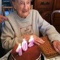 Cette mamie de 102 ans va souffler les bougies de son gâteau d'anniversaire