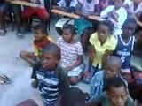 Gingando pela Paz, preparação para atividades das crianças da faixa etária de 10 aos 14 anos.