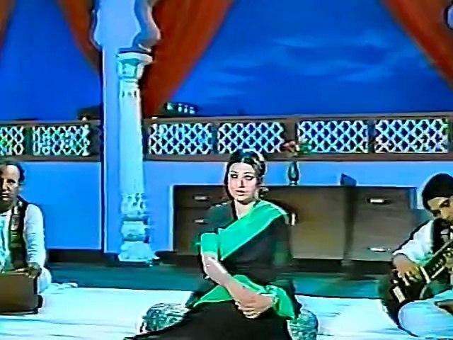 Is Dunya Mein Kam Hi Milain Gay Hum Jaisay Deewanay Log - Mehnaz - Pakizah (Remastered FULL Song for the First Time)