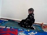 Bébé musulman de 30 mois très pieux