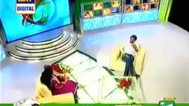 Amazing Videos: Shahid Afridi Start Crying While Telling About His Mother