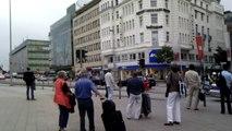 ► Eskorte für Limousine der Bundesregierung [HD] █ Spitaler Straße Hamburg 15.6.2011 Merkel ?