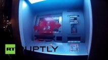 Les manifestants attaquent des banques après la répression de la police contre des anarchistes à Barcelone