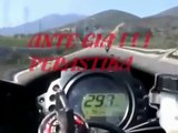 Moto extreme race on the street : 300 Km/h amazing pilote - course motos au milieu des voi