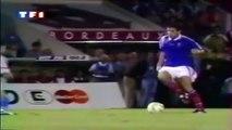 Zap Foot du 18 Août : le premier but de Zizou, un coup franc à la Roberto Carlos, Suarez et ses envies