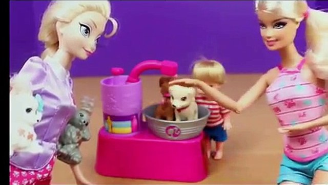Frozen Elsa and Kids Dog Washing Grooming with Barbie Suds and Hugs Pups Dog Toys DisneyCarToys