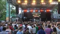 Stevie Wonder si esibisce a sorpresa a New York
