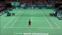 Caroline Wozniacki and Kim Clijsters imitate screaming tennis players