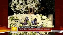 *EXCLUSIVE NEW* video before the funeral of Michael Jacksons children Blanket Piggybacking