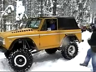 1968 Early Ford Bronco w/ 427 Stroker pulling on another bronco