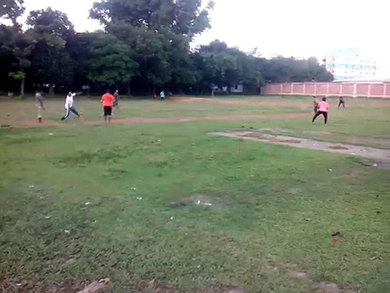Funny cricket Bangladeshi village cricket!