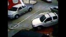 Cámara de seguridad capta momento de robo de cámara de fotomulta