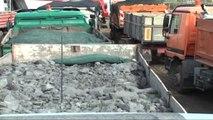 Bllokohen 15 kamionë me krom, Tahiri për inspektim në Lezhë