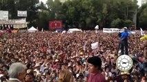 López Obrador se reúne con jóvenes en Tlatelolco