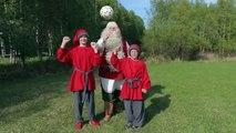 Babbo Natale gioca calcio e FC Santa Claus Rovaniemi in Lapponia Finlandia