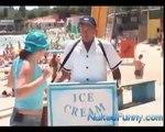 Gelataio in Spiaggia - Sexy Candid Camera