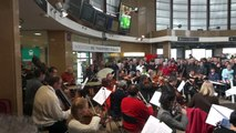 Orchestres en Fête 2015 : concert de l'Orchestre Dijon Bourgogne en gare de Dijon. Direction : Gergely Madaras.