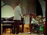 1975 - Dizzy Gillispie sings the blues w Oscar Peterson (Live Video)