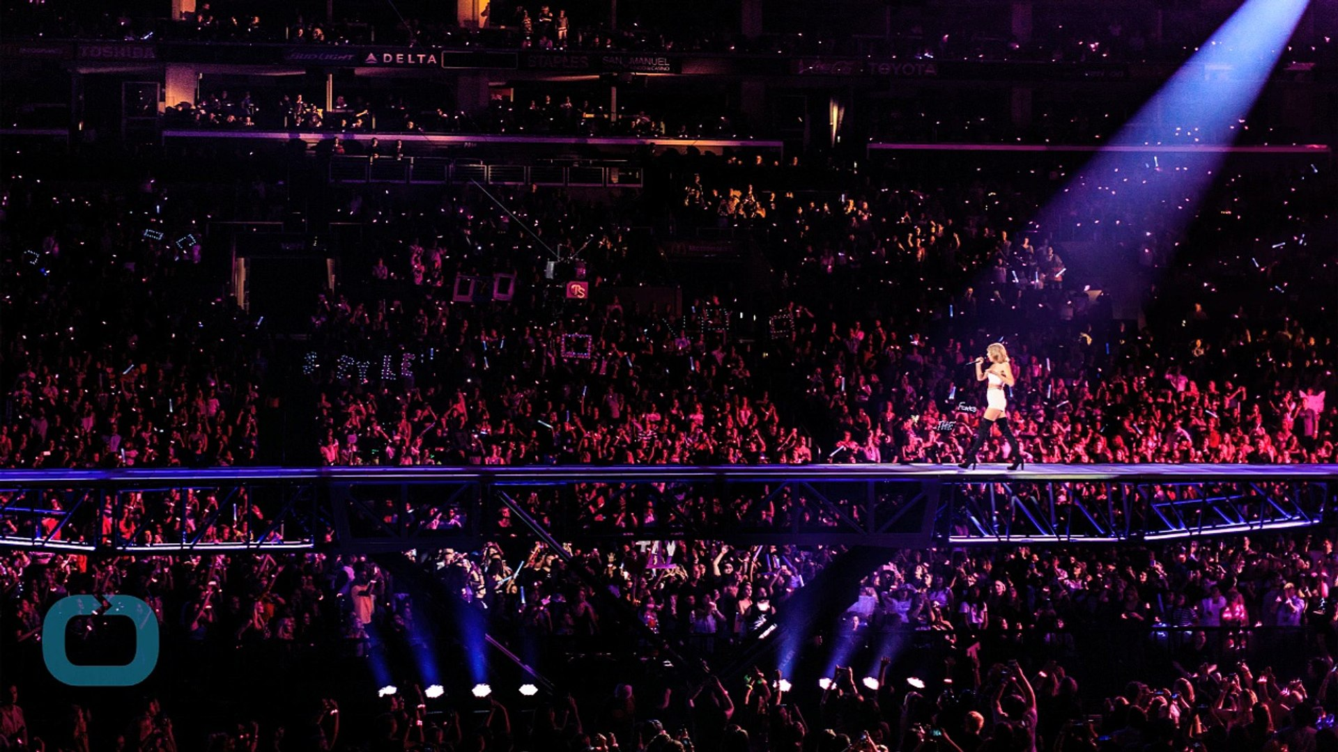Taylor Swift Tells Sold Out Staples Center Crowd I M Kind Of In Love With You Video Dailymotion