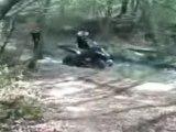 REGIS en quad dans les bois