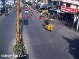 Terrible Accident - Car Hits Auto - Live Accidents in India(videomasti.com)