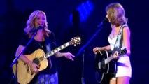 Taylor Swift & Lisa Kudrow Sing
