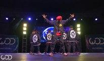Des danseurs japonais parfaitement synchronisés
