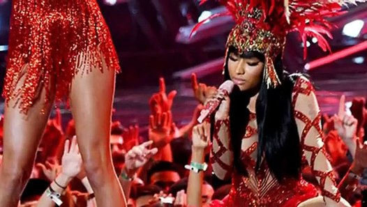 Watch Nicki Minaj and Taylor Swift Hug it Out During VMA