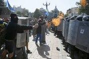 Violents affrontements devant le parlement ukrainien