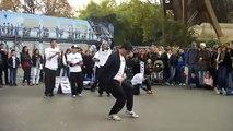 dance de rue au pied de la tour eiffel