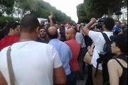عاجل :o : فيديو جديد من العاصمة منذ قليل يبين إعتداء الأمن على المتظاهرين :o