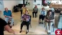 Animation dans une maison de retraite merci a tous c'est gens qui s'occupe des Personne agé.