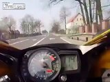 Moto - avoid accident at 300 km_h