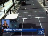 Peatones ponen en peligro sus vidas por el irrespeto a las señales de tránsito