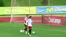 David De Gea nutmegs Iker Casillas during Spain training
