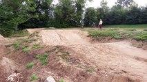 bosse de dirt 2 au terrain de bicross argentan