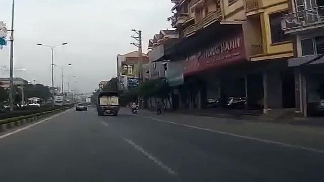 Motorcycles kiss ass truck