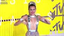 MTV VMAs 2015 - Miley Cyrus FLASHES Her BOOBS LIVE At MTV VMAs 2015