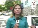 Barata pousa em jornalista da Globo durante apresentação ao vivo