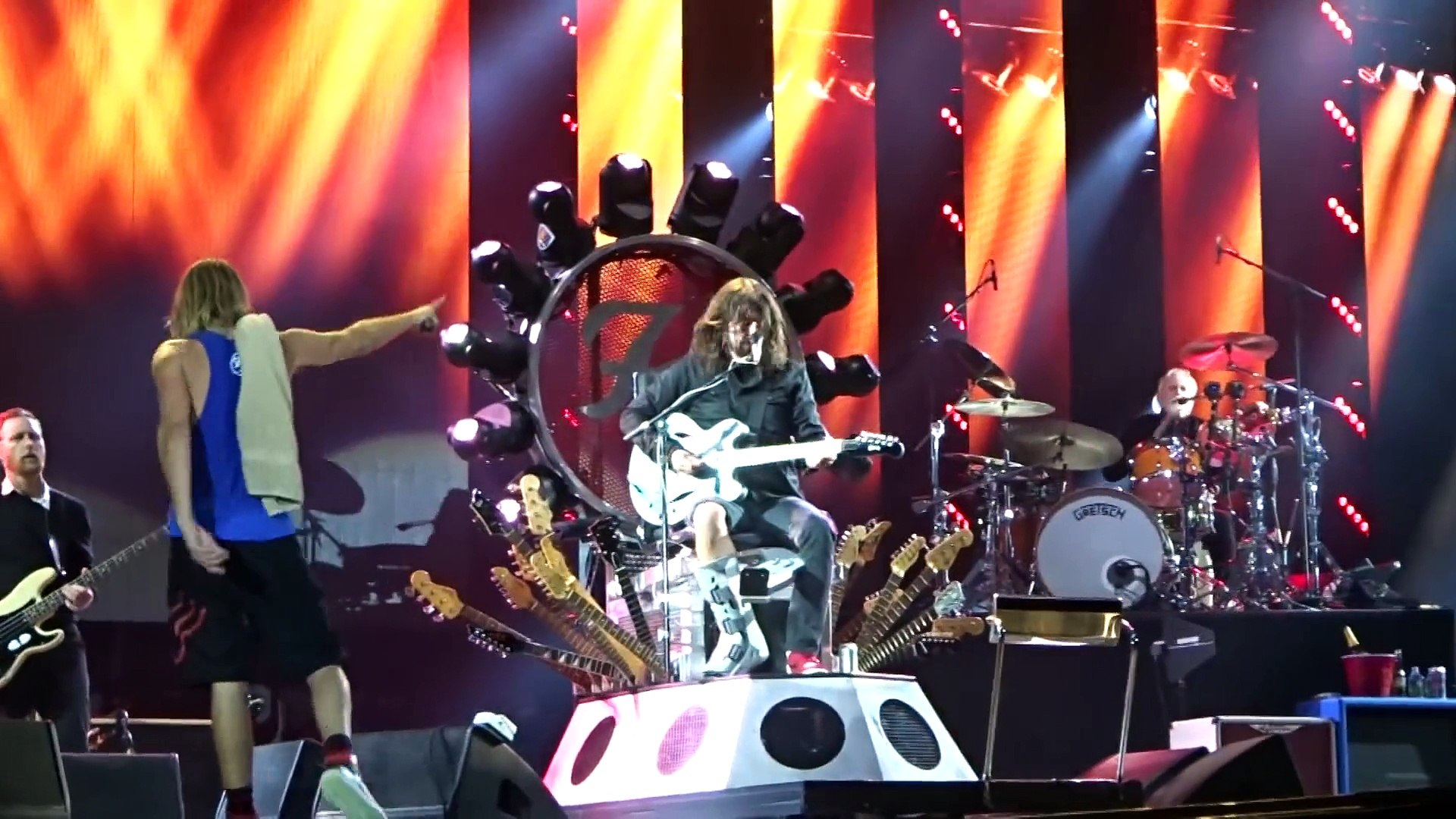 The Foo Fighters played with Queen and Led Zeppelin - Foo Fighters, Under Pressure, John Paul Jones,