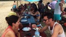 Salsa et Carnaval à Cuba Tout le monde se régal repas a la plage avec les cubains Juillet 2015