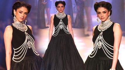 Bollywood Actress Aditi Rao Hydari Dazzles on the Ramp | IIJW 2015 Special