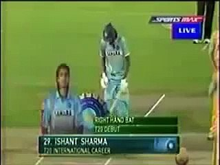 Funny cricket with model sunny leoni