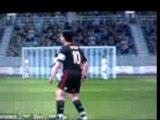 Image de 'but de sneijder sur 1 demi volée qui tape la barre et rentre'